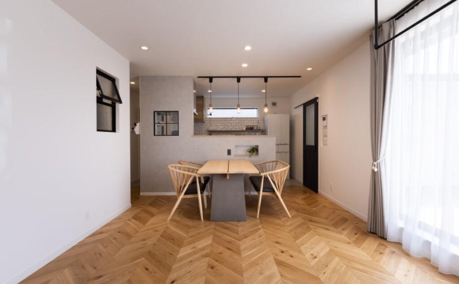 2つの世帯が程よい距離感で暮らす ~増築完全2世帯住宅~